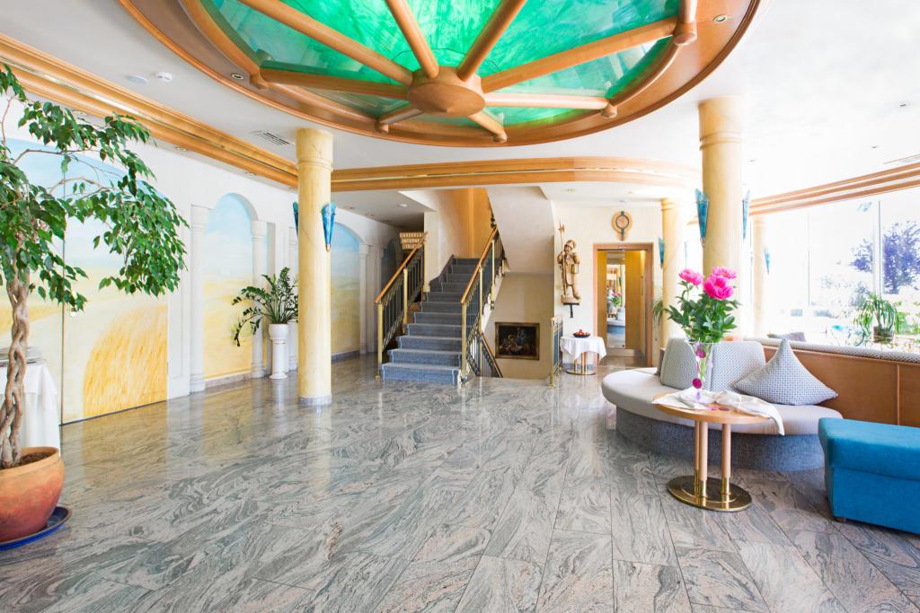 AKZENT Altdorfer Hof Lobby