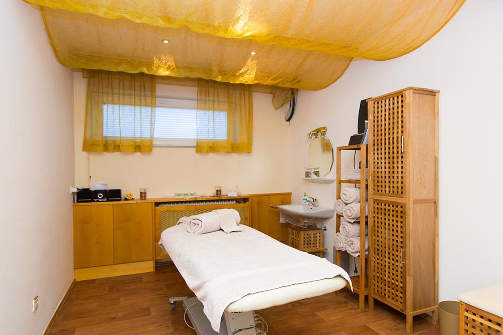 AKZENT Altdorfer Hof Massage Raum